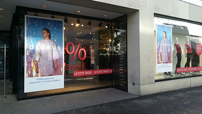Globus Schaufenster Sale